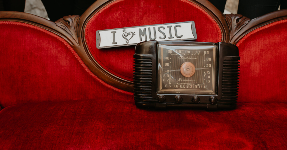 "Image of a radio sign that says ""I heart music"""